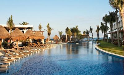 Excellence Playa Mujeres Lazy river/main pool